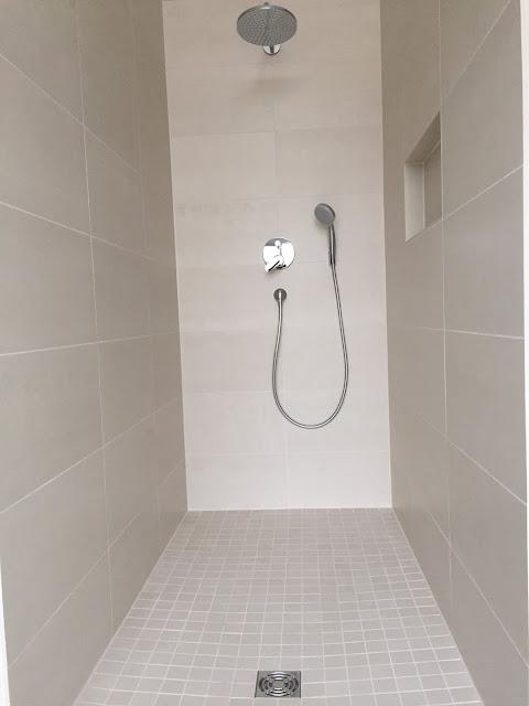 Ebenerdige Dusche im Modum