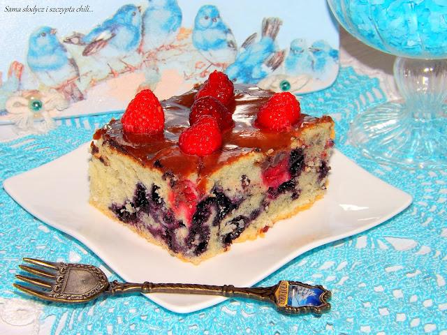 Ciasto z jagodami i malinami.