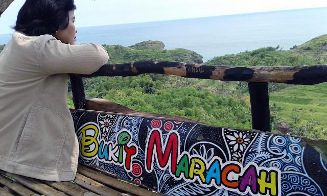 Senyum Dari Atas Bukit Maracah Yang Memandang Pantai Butuh Dan Pantai Ngeden
