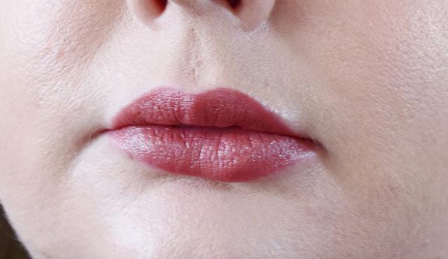 Burt's Bees Lipstick 502 Suede Splash Swatch