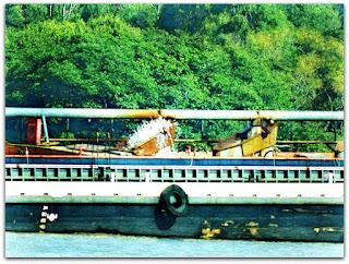 Barco de Extração de Areia no Rio Jacuí, São Jerônimo