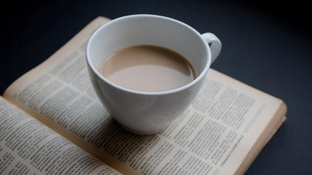 secangkir kopi dan buku