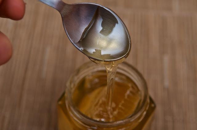miel d'acacia en rayon de cire