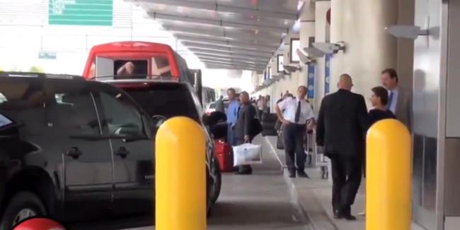 Llora por su pensión pero Captan a Fox y Martha Sahagún llegando al aeropuerto de Miami con camionetones y guaruras