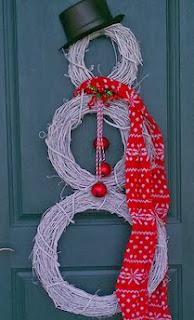 http://manualidadesnavidad.org/adornos-de-navidad-para-la-puerta/