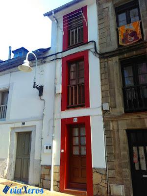 casa estrecha Luarca