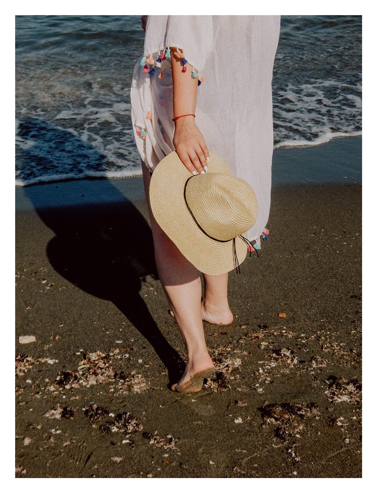 9 szaleo wakacje w maladze malaga jak spędzić wakacje co zobaczyć stylizacja na plaże pareo składany kapelusz słomkowy modne dodatki na wakacje na plażę z frędzlami z pomponami hiszpania polski kraj język ceny outfit