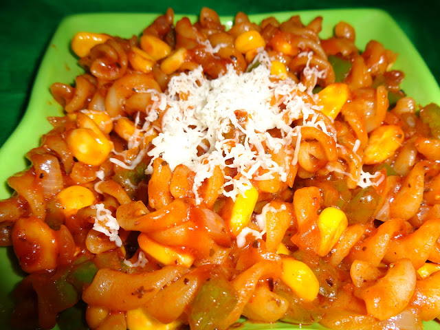 Pasta in red sauce