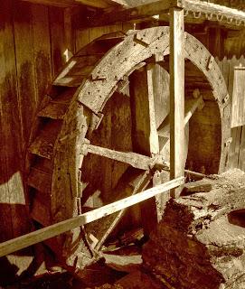 Roda d'água no Museu ao Ar Livre: Fazia Parte das Pequenas Indústrias dos Imigrantes