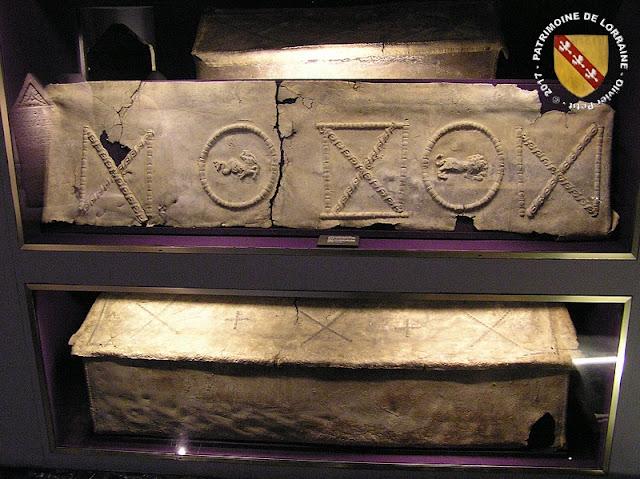 METZ (57) - Musée de la Cour d'Or : Sarcophages de plomb (IVe siècle)