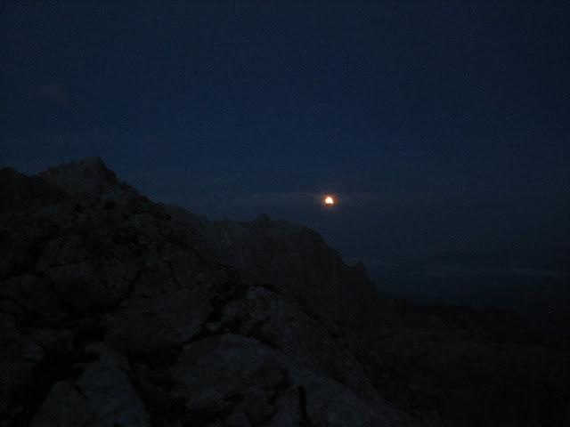 Rutas Montaña Asturias: La luna desde el Refugio de Cabaña Verónica