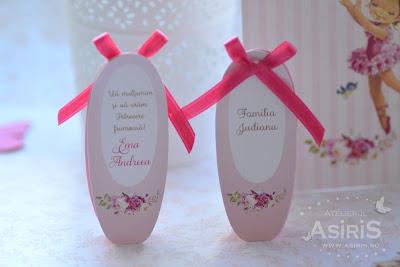 Card de asezare botez sau party sub forma de balerini roz cu numele invitatului