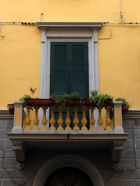 A balcony painted to match the façade, Livorno
