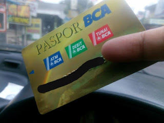 Kalau Jalan-Jalan Jangan Lupa Membawa Kartu Debit
