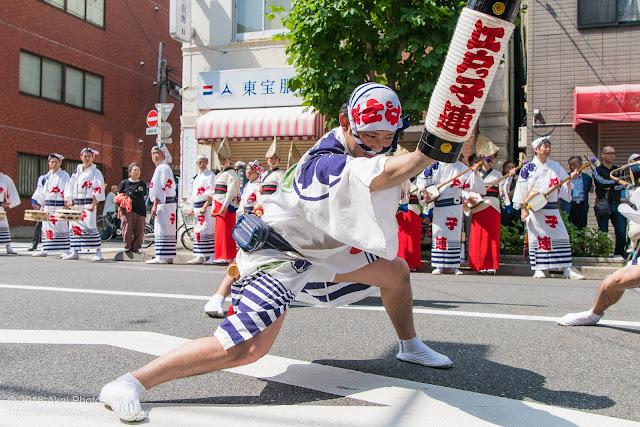 江戸っ子連、男踊り、マロニエ祭り流し踊り中の演舞の写真 その1
