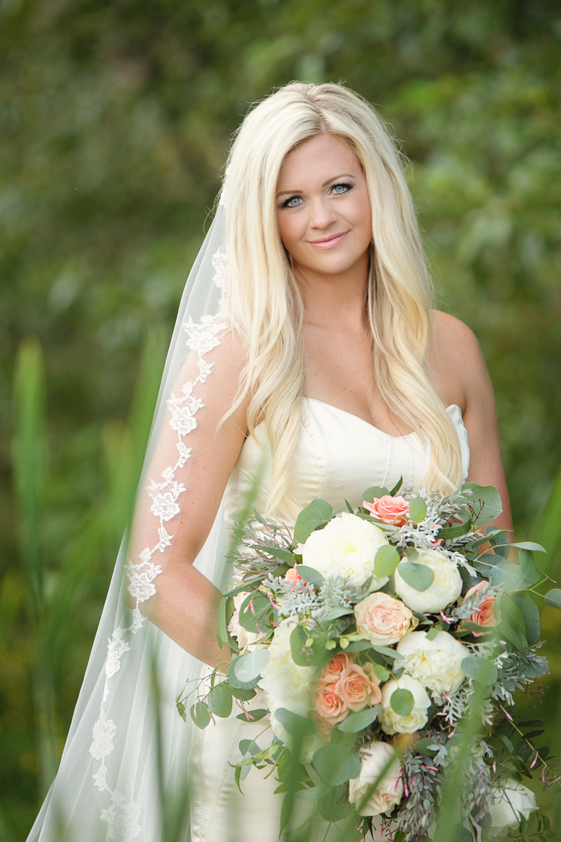 Bride / Flowers by Mac's Floral / Photography: Tracy Moore Photography