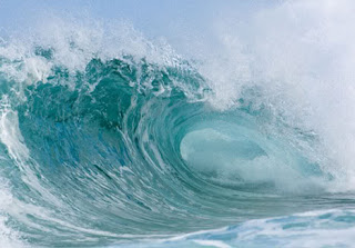 Lautan biru yang murka