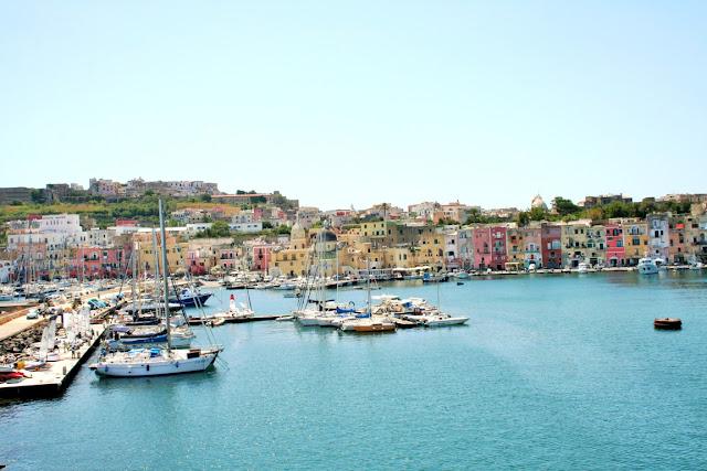 mare, acqua, porto Ischia, barche, case, cielo