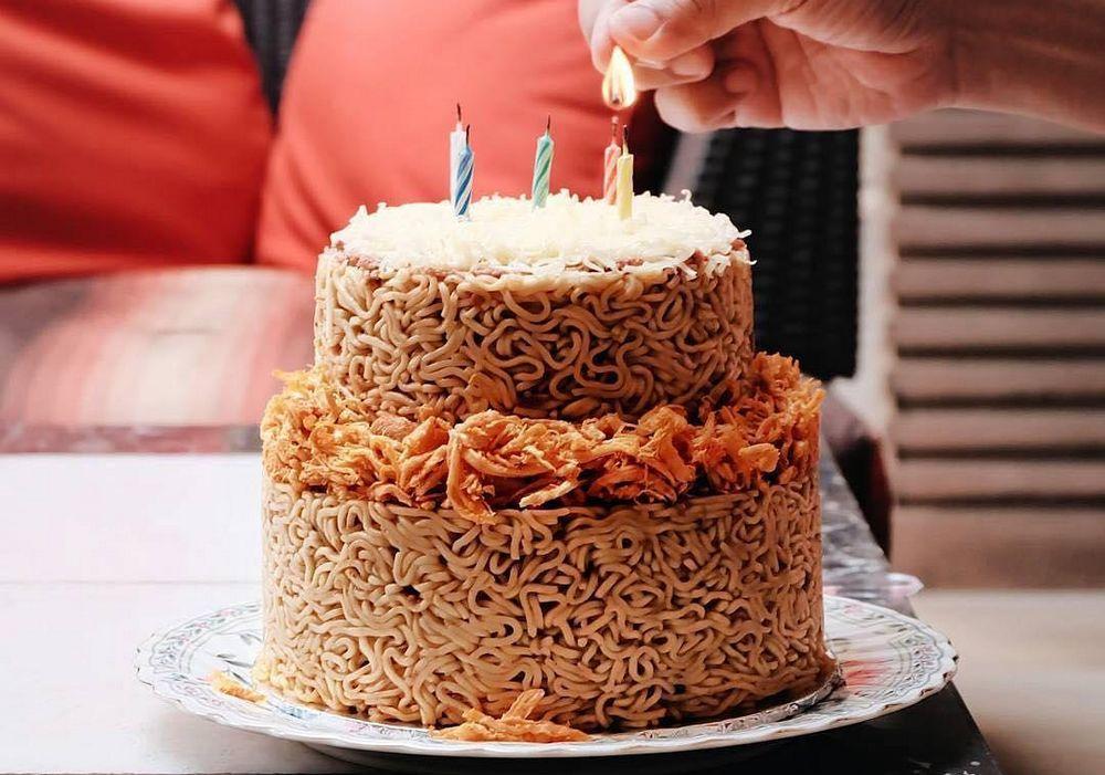 Kue Ulang Tahun Mie Instan (beautynesia.id)