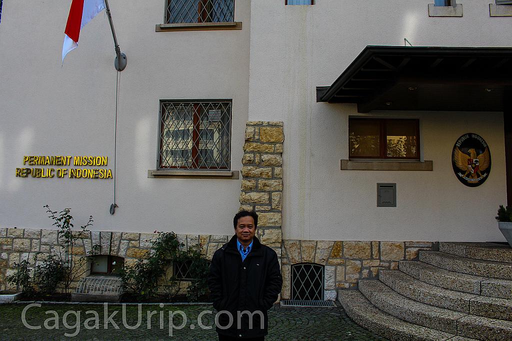 Narsis di depan PTRI Jenewa