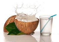 La saludable agua de coco