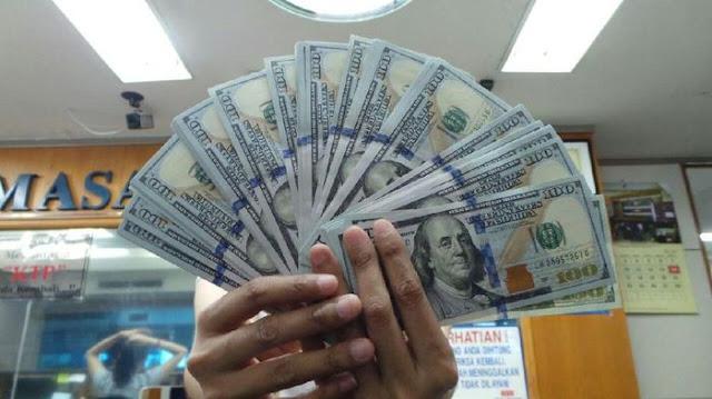 Dolar AS Tembus Rp 15 Ribu, Luhut: Nggak Masalah