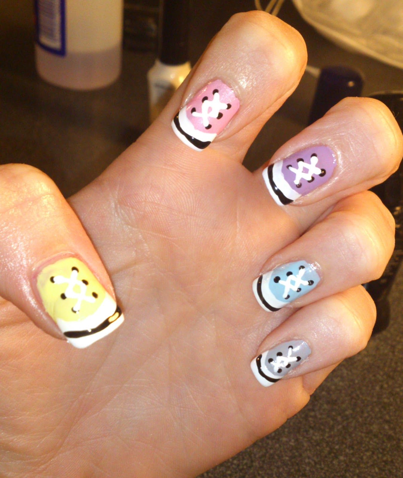Nail Art Couture Converse Nail Art: Easy D.I.Y. Nail Art: Converse Nails Tutorial
