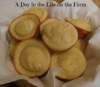 Featured Recipe // Lemon Muffins from A Day in the Life on the Farm #lemon #muffins #breakfast #recipe #SRCBackToSchool