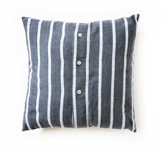 Tyynynpäällinen miesten paidasta