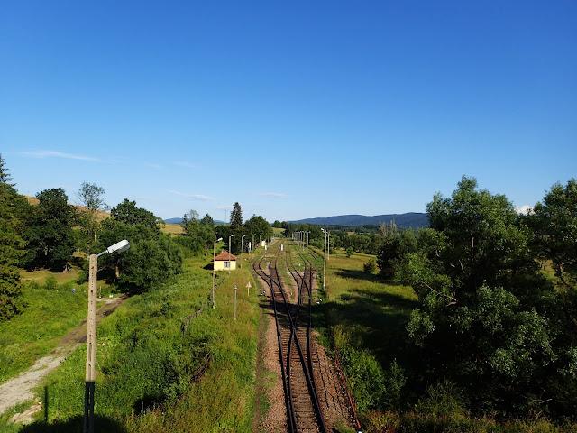 Widok z wieży na łupkowski dworzec kolejowy