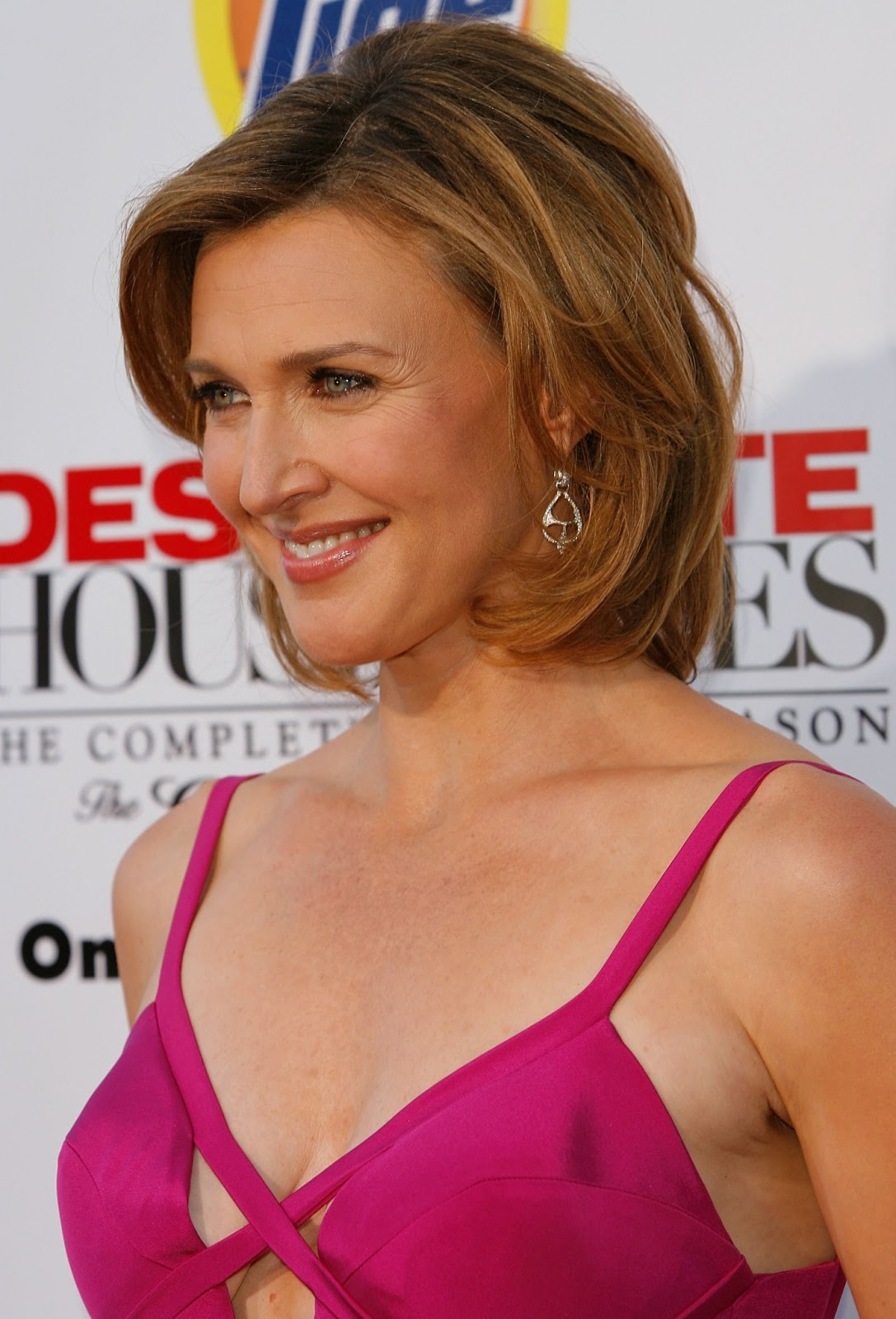 Brenda Strong Photos   Tv Series Posters and Cast
