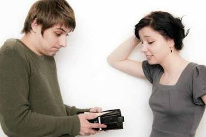 Perbanyaklah Bersedekah Pada Istri Jika Ingin Rezeki Semakin Lapang