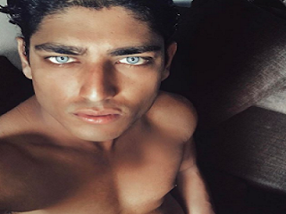 Akash Kumar occhi celesti