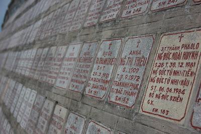 Lapidi nella cattedrale di Nha Trang