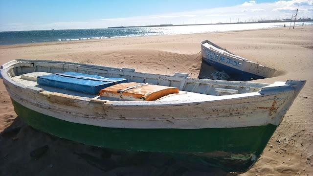 Barcas en la orilla de la Playa de la Malvarrosa, marzo 2014 - Paseos Fotográficos TK