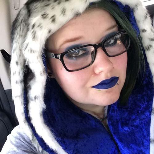 mavi dudak snake bites piercing blue lip