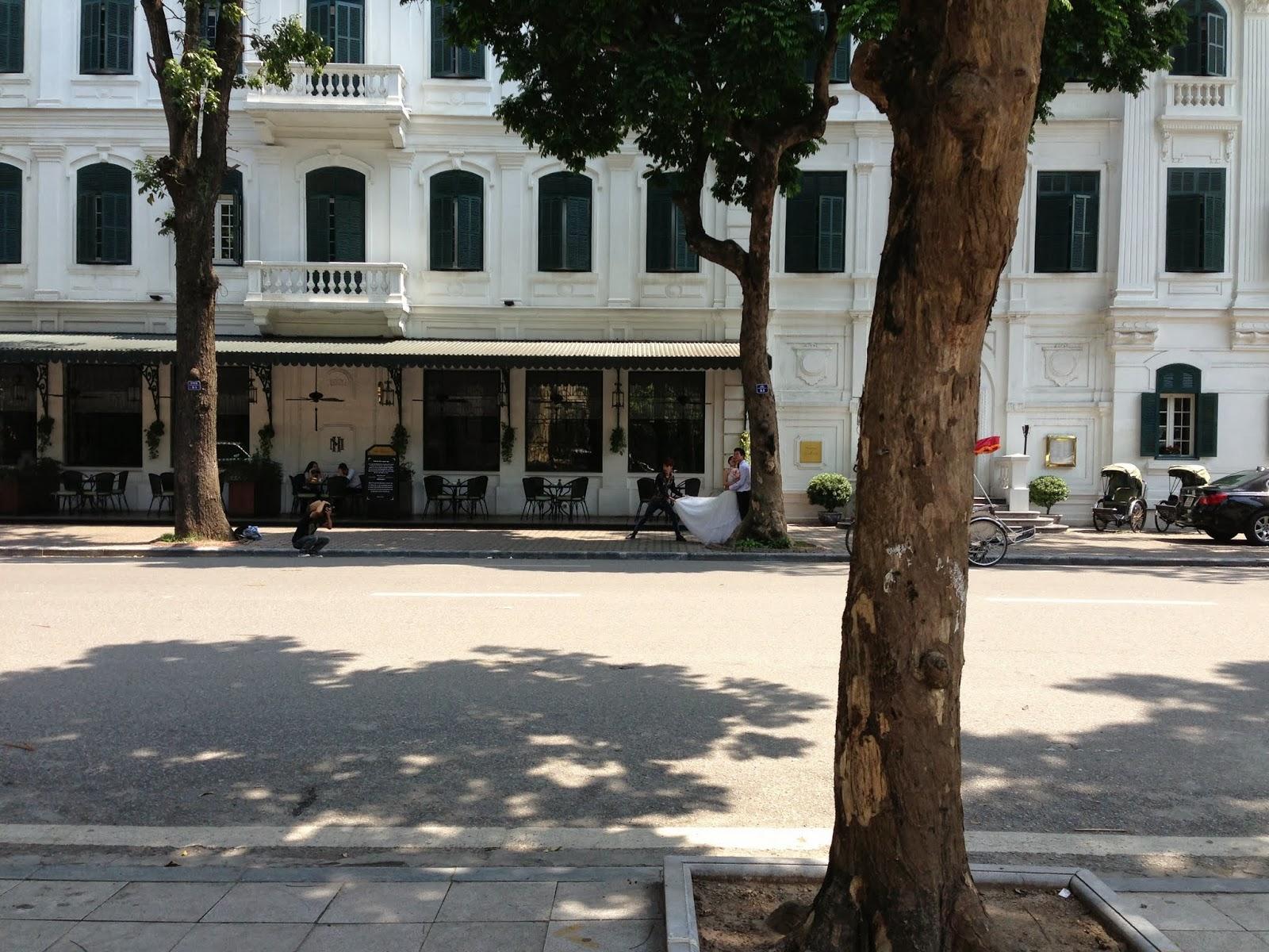 sidewalk-hanoi