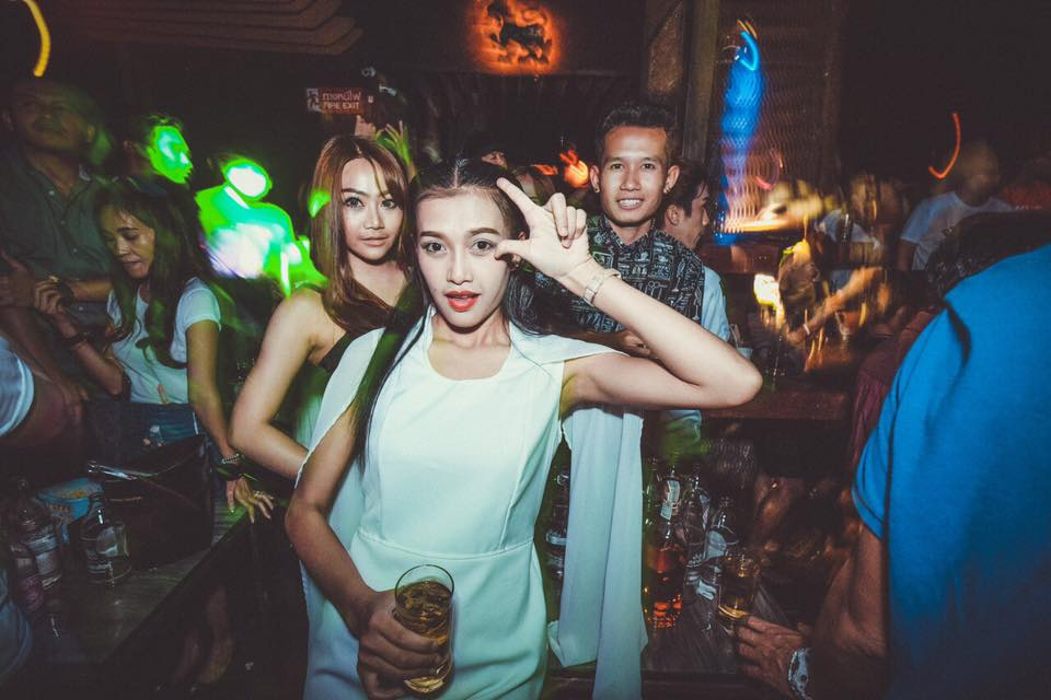 udon thani single jewish girls Udon thani nightlife in the city centre has many bars, late night music bars and night clubs late night music spots are favourites with thai girls.