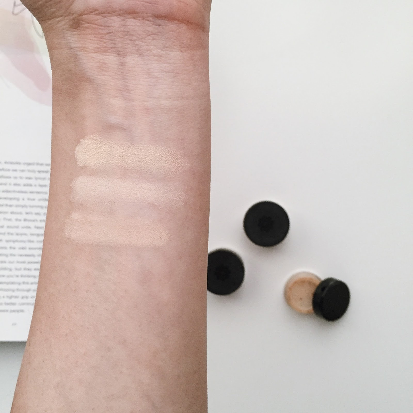 Lily Lolo Mineral Foundation Review hellolindasau warm peach, blondie, barely buff