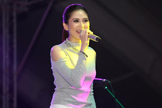 Ms. Sarah G. at the OPPO F1 Music Festival