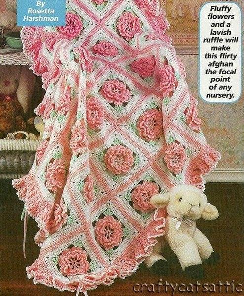 Bellísima manta para bebé con motivos florales tejida al crochet- con esquemas