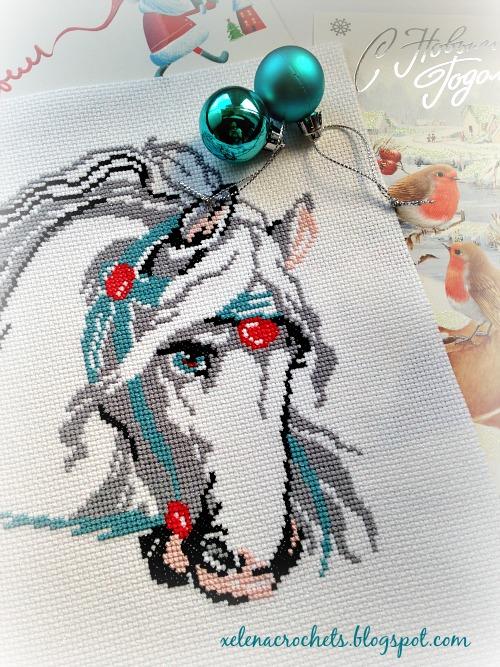 вышивка лошадь в маках готовая работа