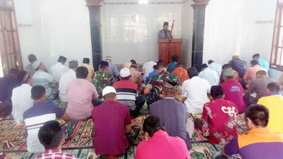 Keakraban Warga-Satgas TMMD Ke-102 Mojokerto Terjalin Hingga Tempat Ibadah
