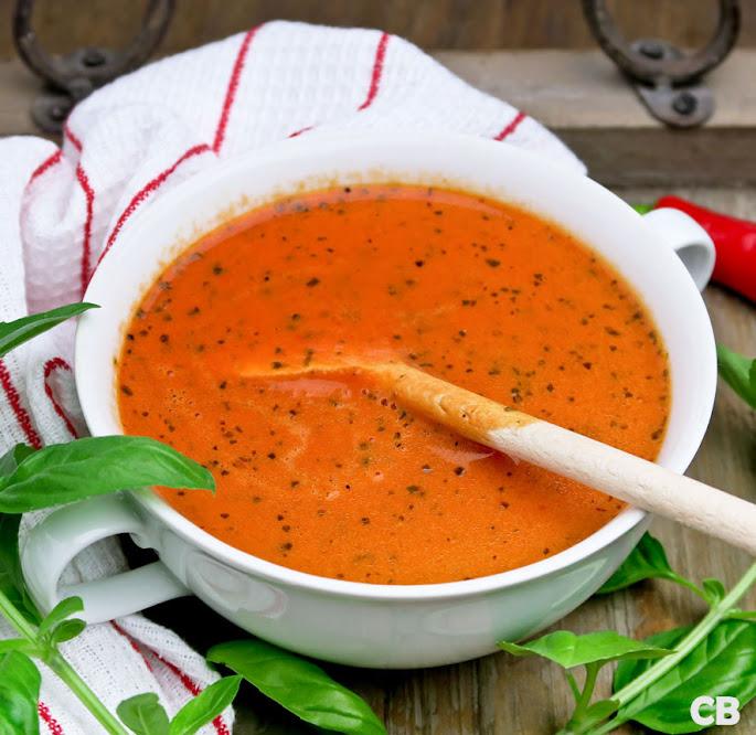 Mediterrane tomaat-paprikasoep met room en pimentón