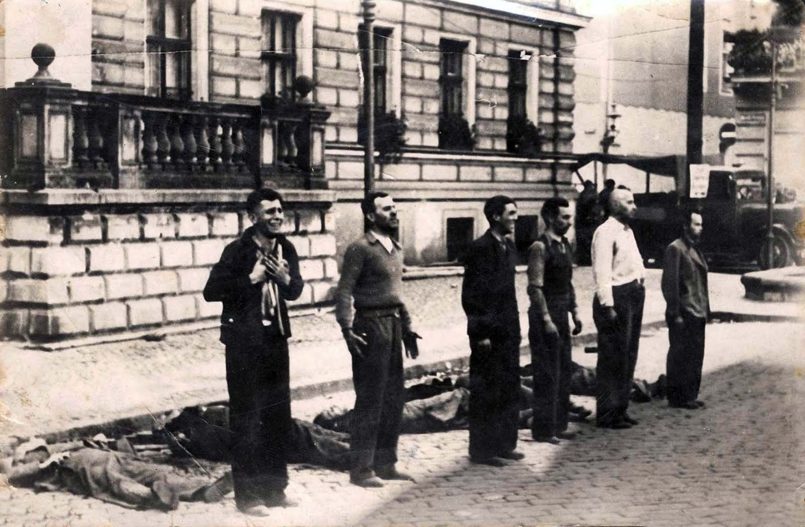 Facing the Death: Poles shot by Germans in Bydgoszcz, 9 September 1939.