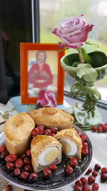 Fanny Cradock Raised Crust Pie