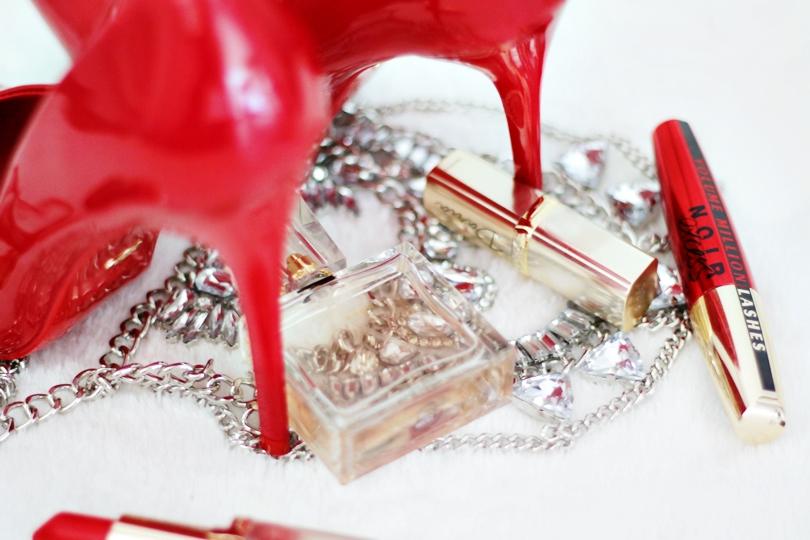 szpilki, lakierowane, czerwone, czarne, nude, beige, beżowe, cieliste, czółenka, vices, casu, versace, oprawki, fashion, loreal,