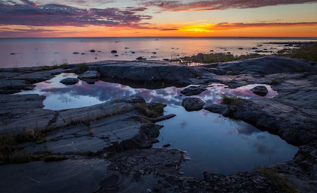 Kaunis iltamaisema merenrannassa