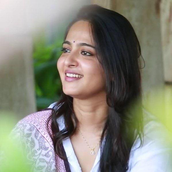 Anushka shetty marriage,movies,biography,date of birth,Family,bikini,biodata,upcoming movies contact number,profile,films,House Address
