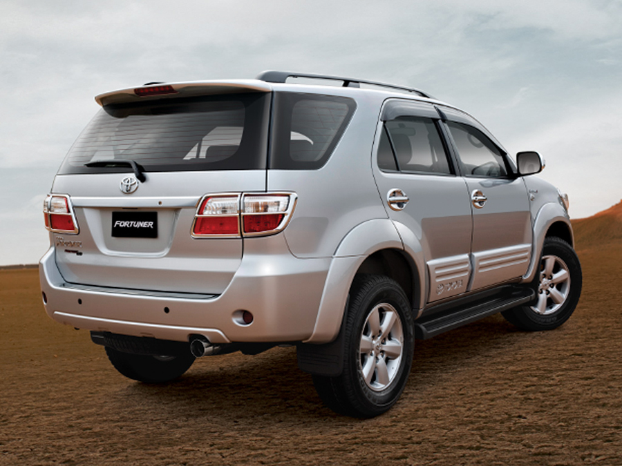 Free Wallpaper Download: Toyota Fortuner Wallpapers